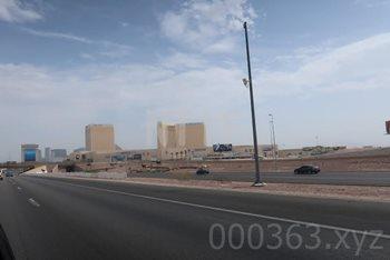 右側にストリップ(ラスベガス観光のメインとなる大通り)のホテル