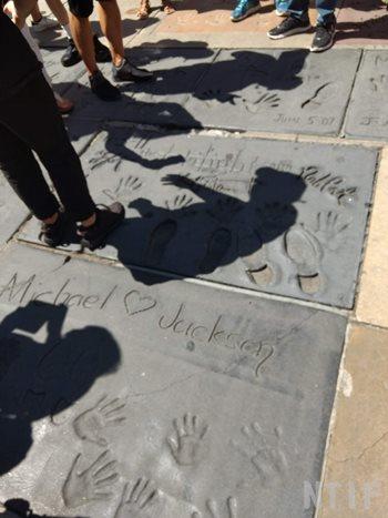 マイケルジャクソンの手形(手袋)・足形