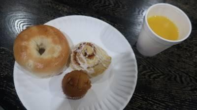 ベーグルと甘いパンとマフィン