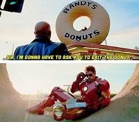 """アイアンマン2のロケ地 """"Randy's Donuts""""ランディズドーナツ"""