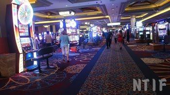 ホテル マンダレイベイのカジノの様子