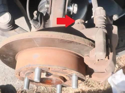 ブレーキキャリパーの固定ボルト2本