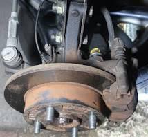 ブレーキキャリパーのネジ固定