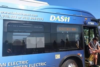 バス「DASH」